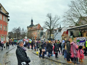 Mit Regenschirm und Konfetti: Faschingsumzug in Bamberg