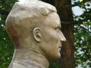 Mahnmal für die NS-Widerstandskämpfer Stauffenberg, Aron und Wölfel