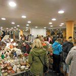 Der Bamberger Nachtflohmarkt lädt Hunderte zum Schlendern und Stöbern in die Konzert- und Kongresshalle ein