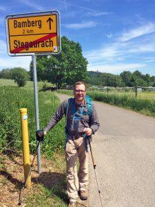 Der gebürtige Bamberger Christian Fiedler legt 200 Kilometer zu Fuß zurück