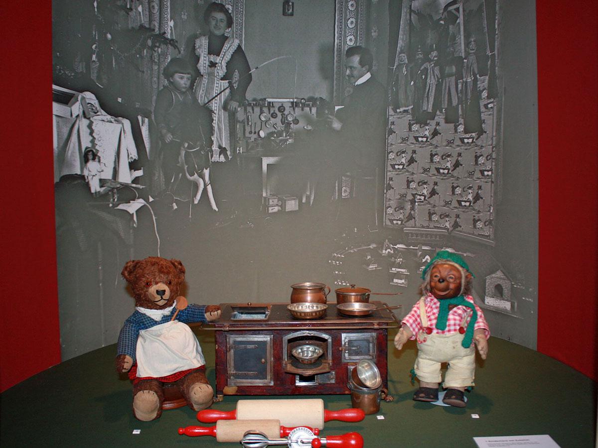 kindheitssch tze im historischen museum bamberg bamberg guide stadtportal weltkulturerbe. Black Bedroom Furniture Sets. Home Design Ideas