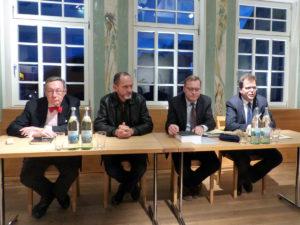 Kurator Bernd Goldmann, Oberbürgermeister Andreas Starke und Bambergs Zweiter Bürgermeister Christian Lange beim Pressegespräch mit Rui Chafes (zweiter von links).