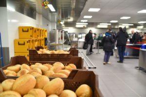 Der ehemalige Supermarkt der US-Kaserne konnte weitgehend genutzt und zur Speisenausgabe umgebaut werden.