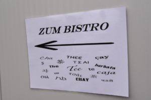 Ein kleines Bistro im Speisesaal bietet die Gelegenheit zur Zusammenkunft.