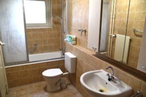 Ein Bad für bis zu 14 Bewohner ist nicht viel - eine zusätzliche Toilette steht aber zur Verfügung.