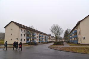 Etwa 25% der Bewohner kommen derzeit aus der Russischen Föderation - ein komplettes Haus wird von aus Russland geflüchteten Zeugen Jehovas bewohnt.