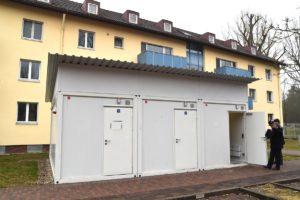 Um die Situation in den engen Wohnungen zu entspannen, wurden einfache Wasch- und Badehäuser zusätzlich eingerichtet.