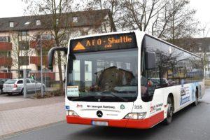 Das AEO-Shuttle, eine Idee von Bamberger Bürgern, bietet den Bewohnern die Möglichkeit, wichtige Ziele in Bamberg anzufahren. Der Service kostet die Bewohner 20,- Euro im Monat.