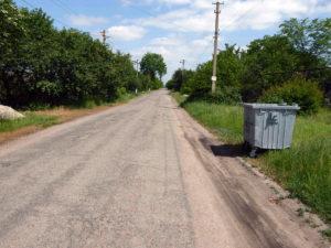 Zum Start der Müllsammlung in Shirokivska wurde für jede Straße eine Tonne aufgestellt.