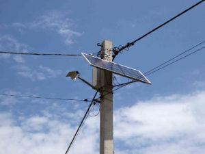 Neu installierte Straßenbeleuchtung mit LED und Solarpanel in Shirokivska.