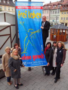 Flagge zeigen gegen Gewalt an Frauen