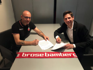 Brose Bamberg - Vertragsverlängerung Sandro Bencardino (mit Geschäftsführer Arne Dirks)
