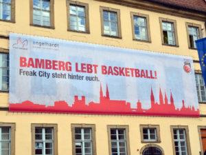 Brose Bamberg - Playoff-Banner am Rathaus am Maxplatz