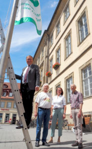 """Mayors for Peace"" - OB Starke hisst Flagge für Frieden"