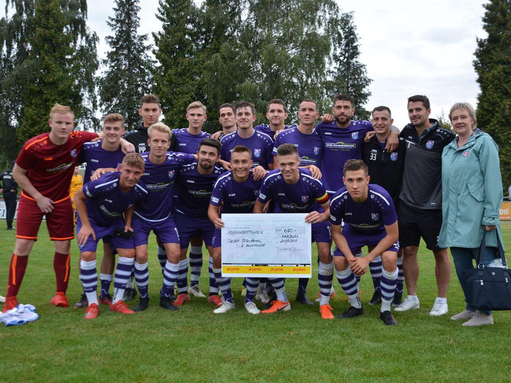 FCE-Siegerfoto nach dem Sieg in der zweiten Totopokal-Runde in Karlburg