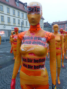 "Kunstinstallation ""Broken"" auf dem Bamberger Maxplatz"