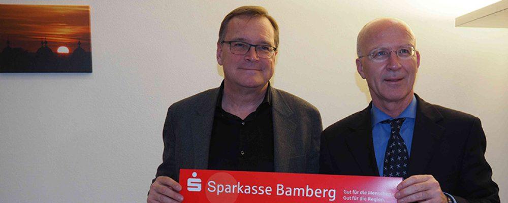 OB Andreas Starke übergibt 5.000 Euro für Opfer des Kellerbrands in Memmelsdorf