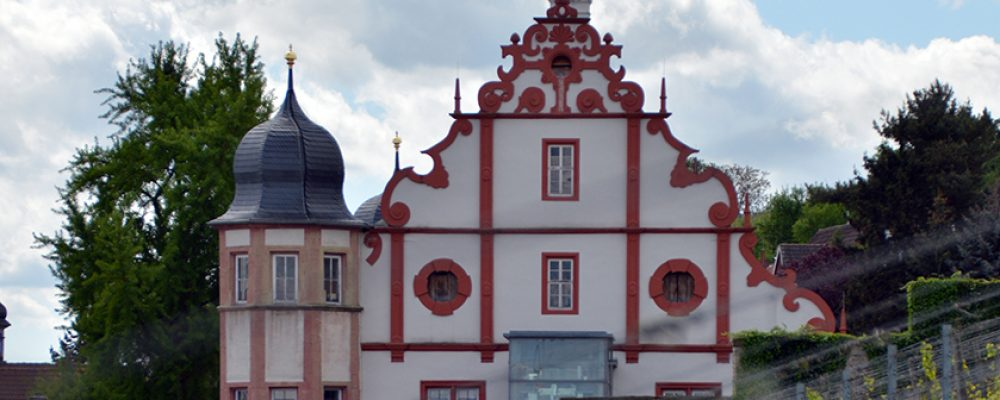 Start der Kooperation zwischen Landkreis-Projekt und den European Heritage Volunteers im Schloss Mainstockheim