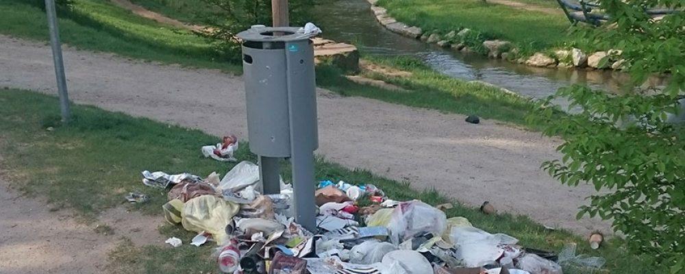 Mehr Mülleimer, zusätzliche Leerung