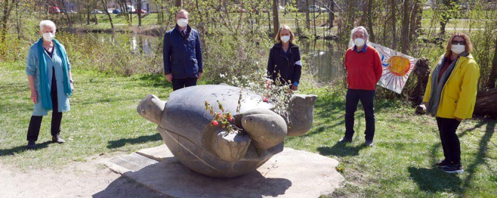 Stein-Schildkröte erinnert an Tschernobyl