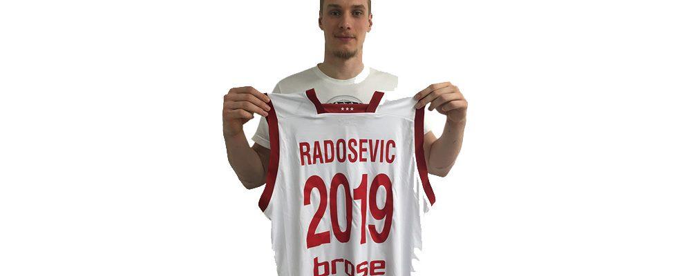 Leon Radosevic bleibt den Brose Baskets erhalten