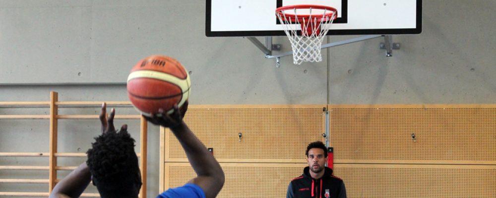 Basketballtraining hinter Gittern