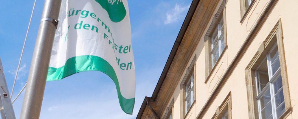 OB Starke hisst Flagge für Frieden