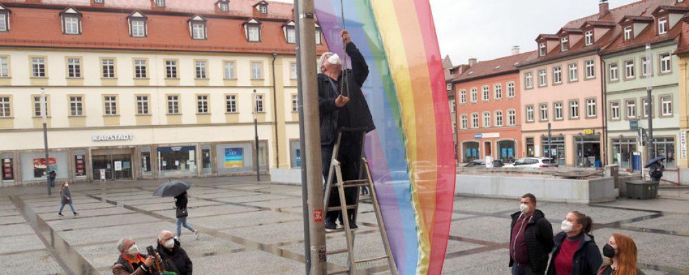Stadt Bamberg hisst Flagge zum IDAHOBIT 2021