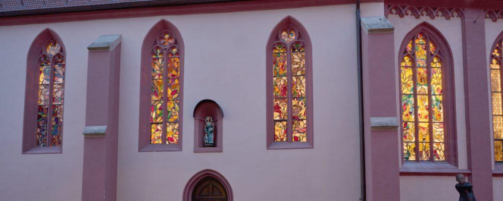 Lüpertz Fenster in St. Elisabeth strahlen jetzt auch nachts