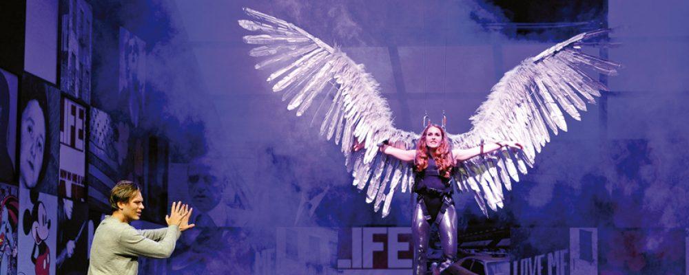 """E.T.A. Hoffmann Theater eröffnet Spielzeit mit """"Engel in Amerika"""""""