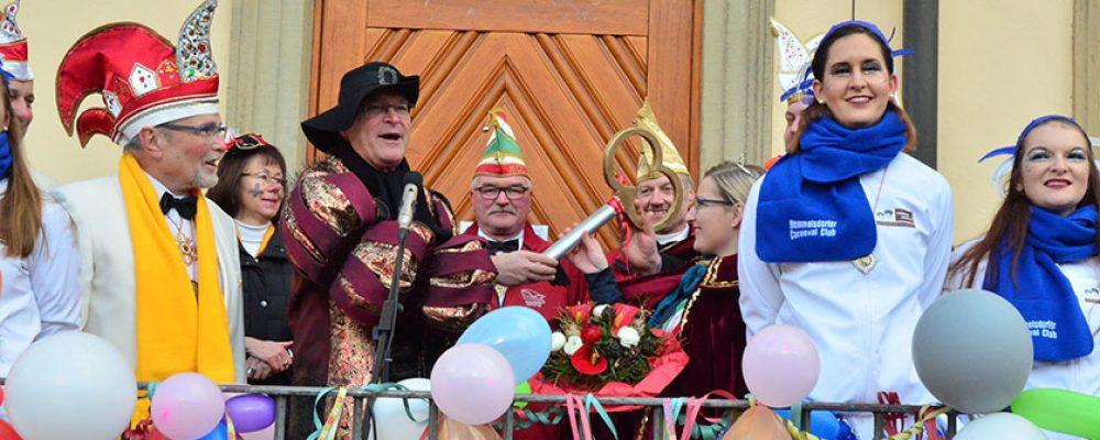 Gaudiwurm zieht durch die Bamberger Innenstadt