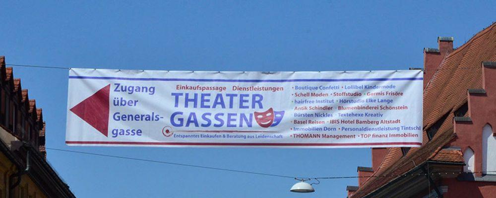 Banner weist den Weg in die Theatergassen
