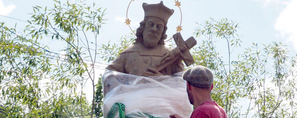 Heiliger Nepomuk steht wieder auf der Oberen Brücke
